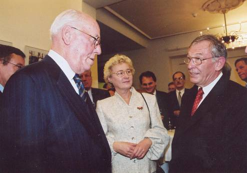 The former Estonian President Meri with his wife and Helmuth Baron von Schilling.